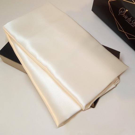 taie-d-oreiller-en-soie-60-X-60-blanche